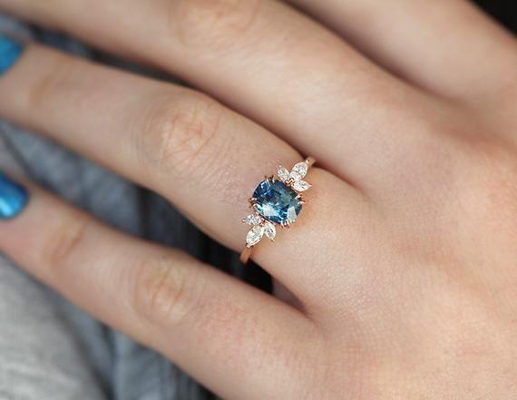 Photo of Blauer Saphir Verlobungsring Rotgold, blaues Kissen Saphir und Diamantring, einzigartiger bla…