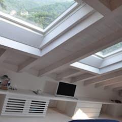 Photo of Ristrutturazione ed interior design sottotetto camera da letto moderna di f_studio+ dell'arch. davide friso moderno | homify