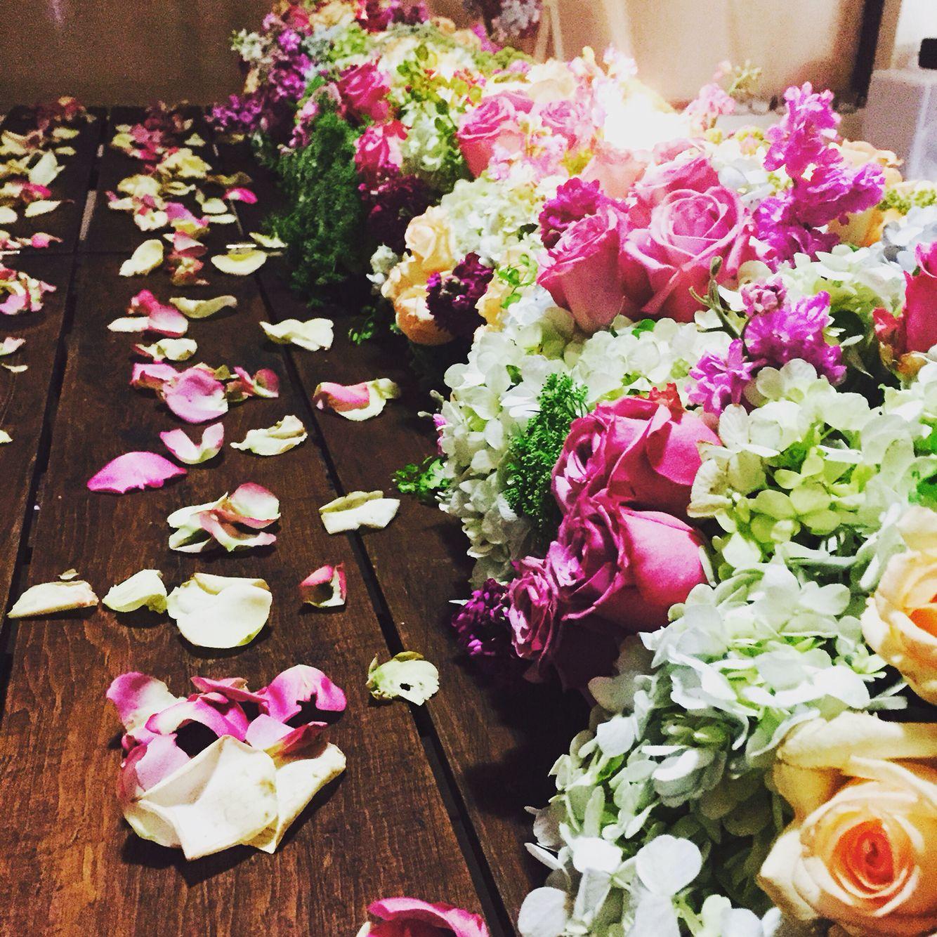 Mesa de novios romántica y elegante 😍. Solo con De flores y amores...