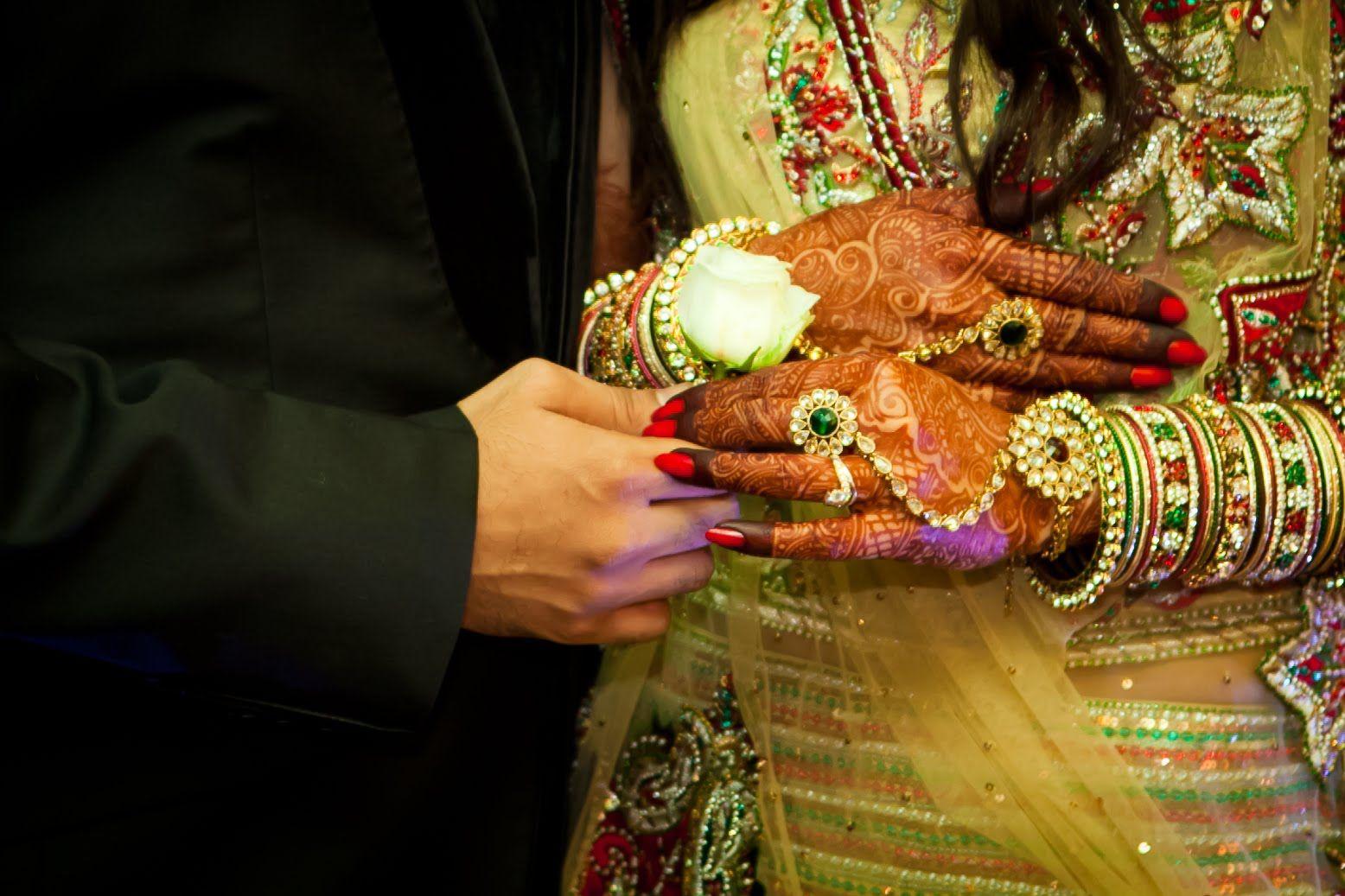 Mehndi Hands Couple : Marriage couple hands in mehndi india