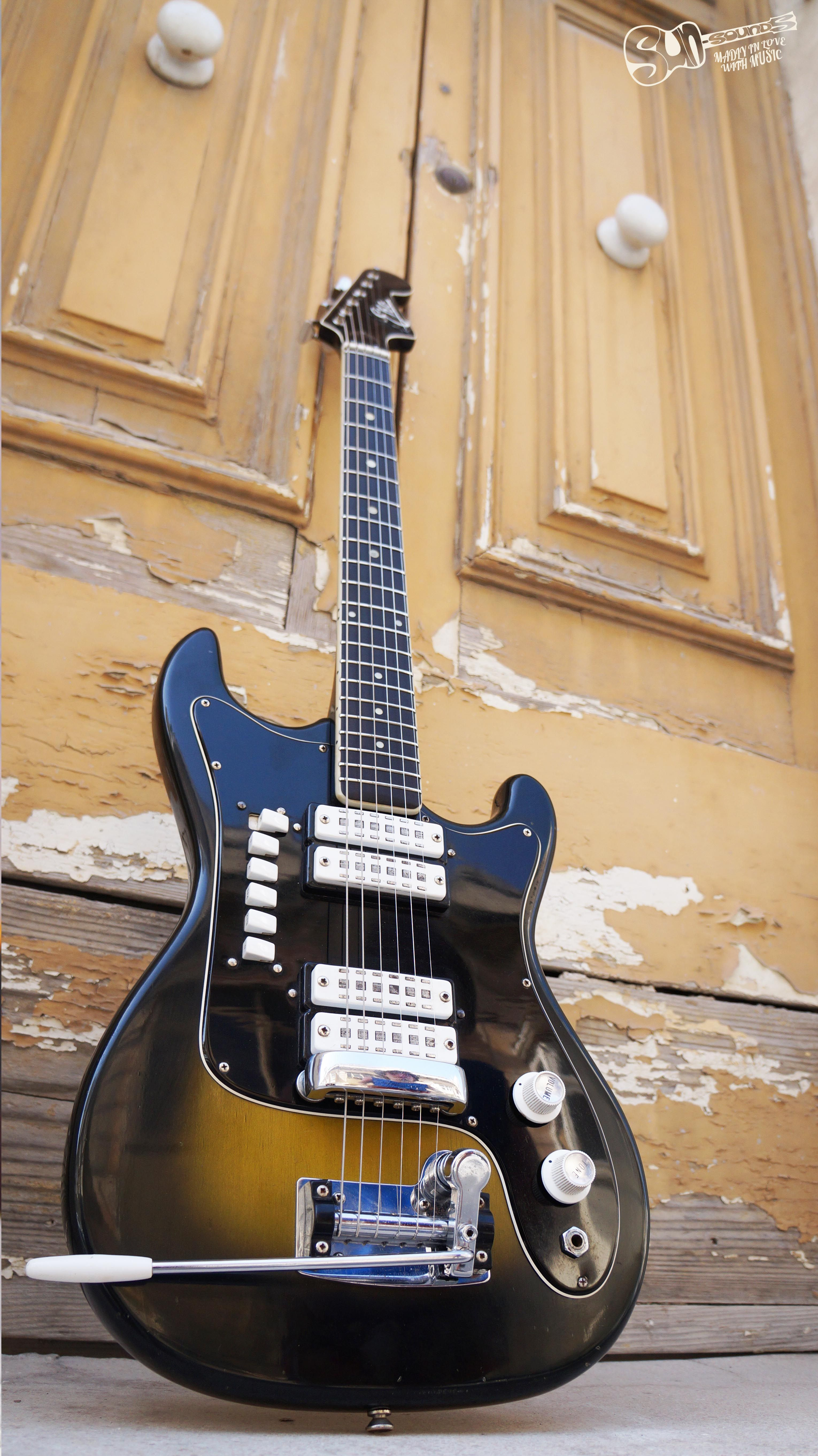 The Glory Of Italian Guitars From The 60s 1965 Condor 820 From Eko Guitars In Excellent Condition Who Said Vint Guitar Basic Guitar Lessons Vintage Guitars