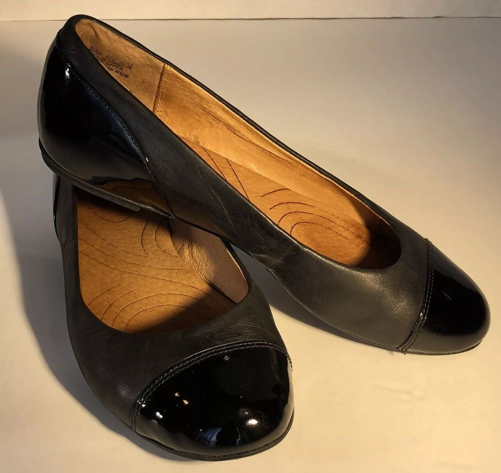 Women's Clarks Indigo SIZE 6.5M Black Leather Ballet Flats Cap Toe Comfort