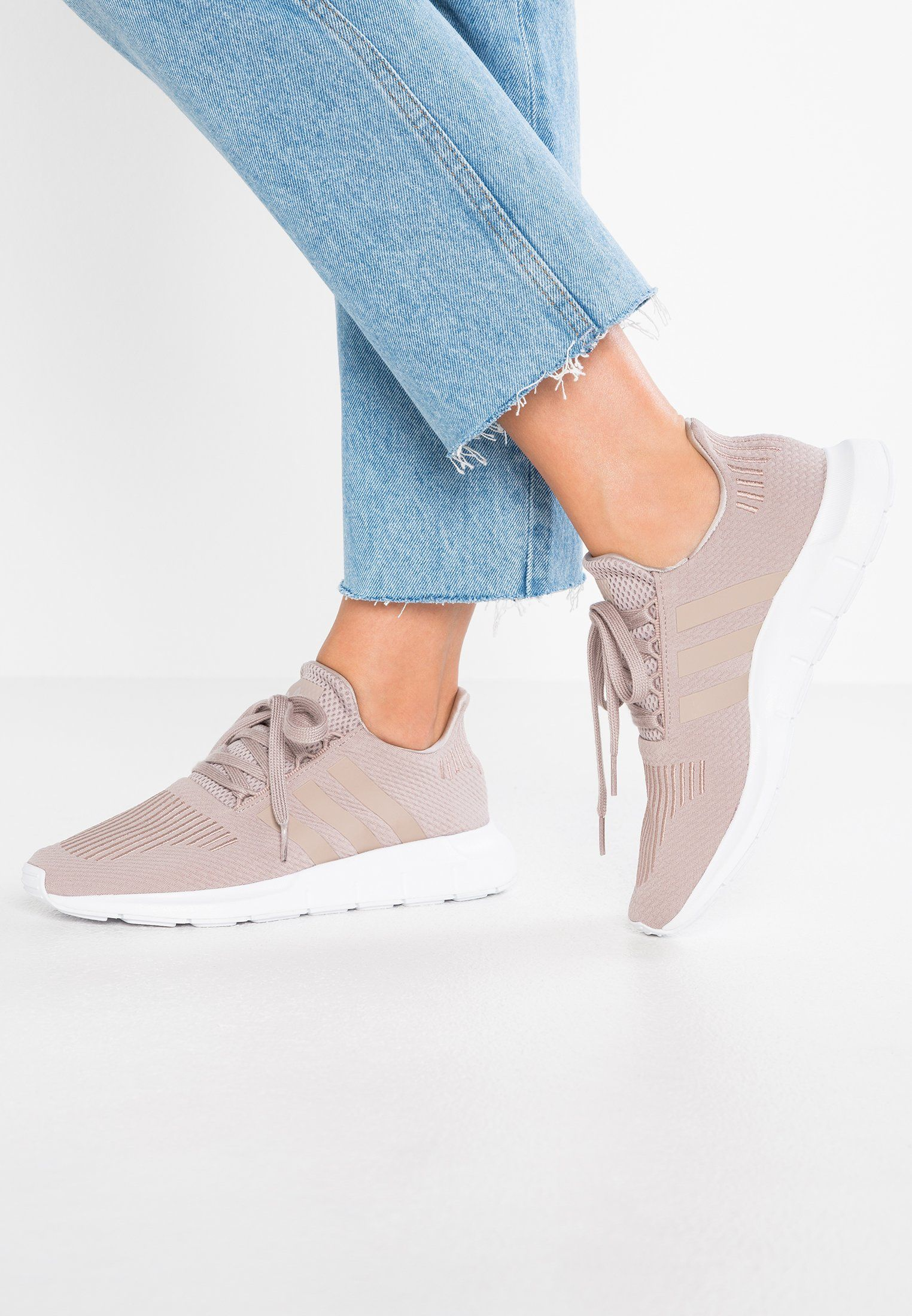 d6fb42cb131 adidas Originals SWIFT RUN - Baskets basses - vapour grey footwear white -  ZALANDO.BE