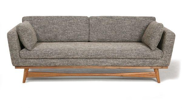 Lignes épurées, pieds en acacia et assise confortable pour ce canapé ...