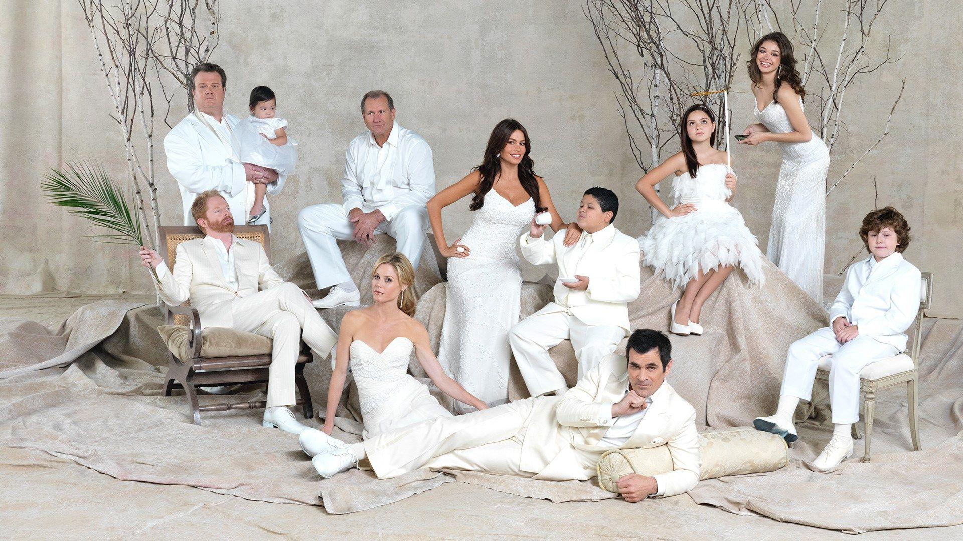 1920x1080 Hd Wallpaper Modern Family Modern Family Episodes Modern Family Season 2 Modern Family Tv Show