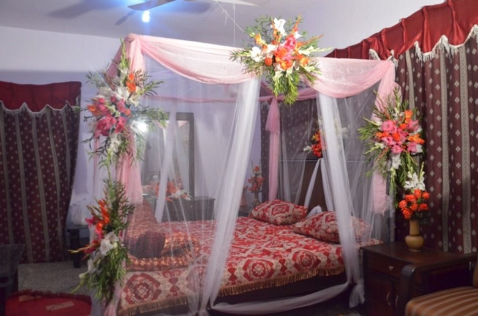 Pin by nia alfarizky on wedding room decoration for Marriage bed decoration photos