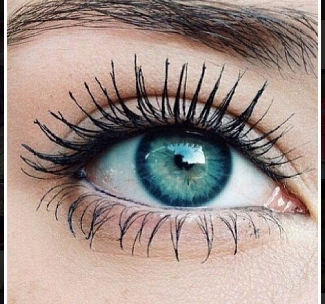 the PERFECT look...long eyelashes, gorgeous turquoise eyes, and natural brow... the everyday-girl dream