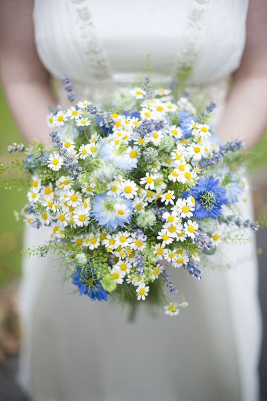 Love the lavender and daisies together, Delicate, romantic, victorian, wildflowers!! Nigella and feverfew with lavender.  - Mid-summer.