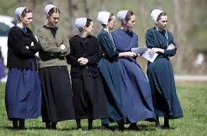 Old Order Mennonite & Amish women wear simple clothing harking ...