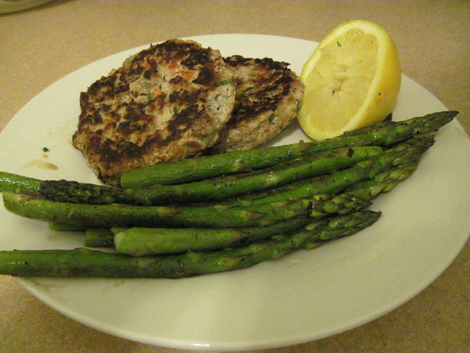 Easy recipe for SUPER yummy turkey burgers, with asparagus side.