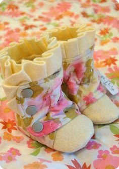 Botas para bebé, en tela de algodón.