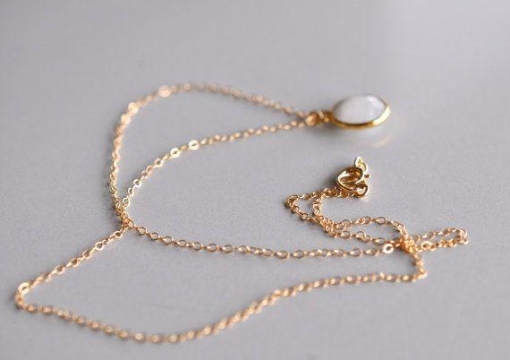 14K Gold Filled Necklace Natural Moonstone Bezel Set par maldemer