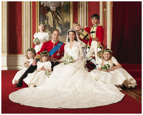 Formal Wedding Pictures Of Princess Kate And Prince William I Love All The Kids Looks Like A Sn Middleton Wedding Royal Wedding 2011 Kate Middleton Wedding