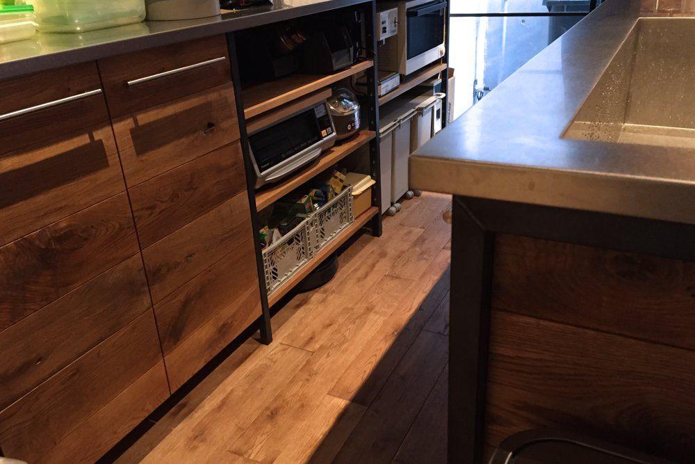 節有りオークとアイアンとステンレスのキッチン キッチン Ikea 食器