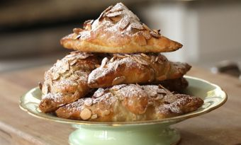 A Christmas morning treat! Recipe: Beth's Easy Almond Croissants from @EntWithBeth