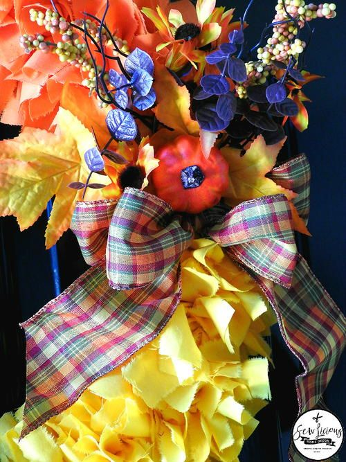 Photo of Candy Corn Fabric Kranz
