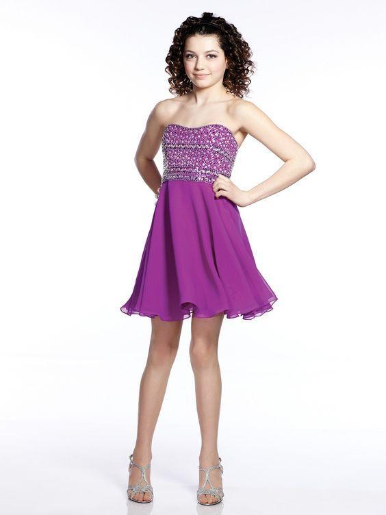 4b815621fe744 Mezuniyet Elbise Modelleri Mor Kısa Straplez Kalpli Yaka Kloş Etek Boncuk  İşlemeli