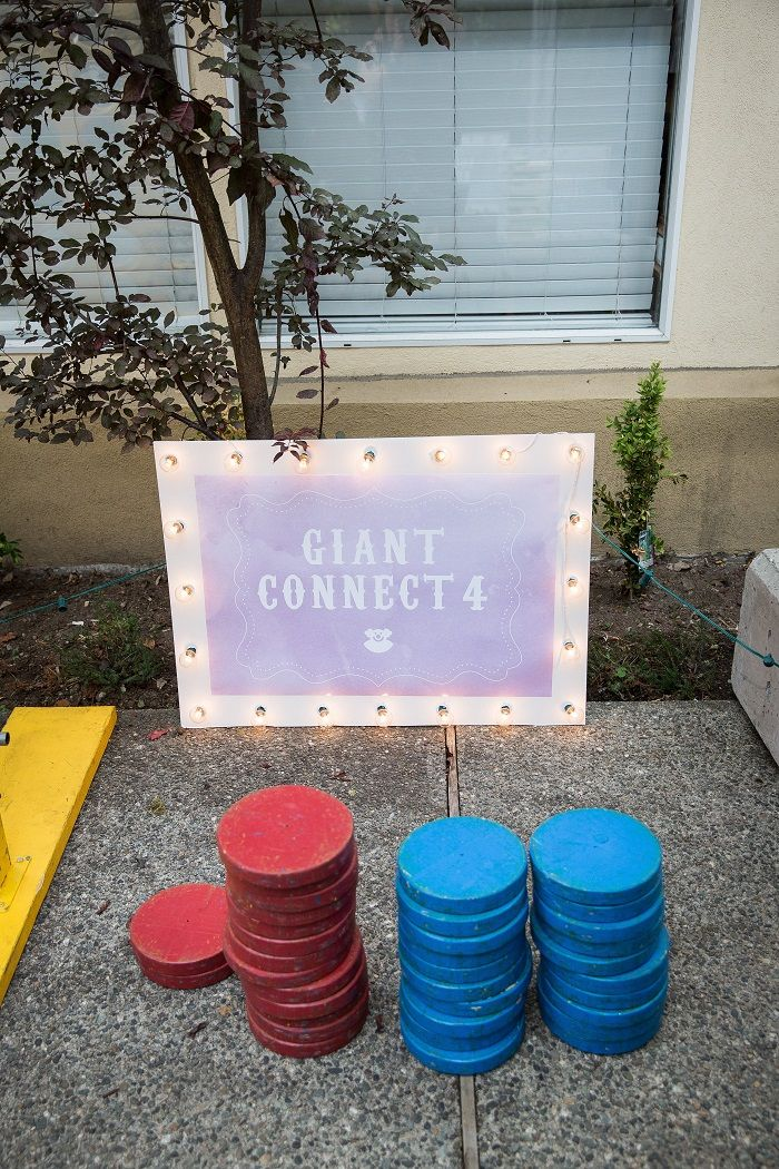 Giant connect wedding lawn game | fabmood.com #outdoorwedding #lawngame