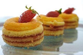 دوائر جاتوه بالمربى والكسترد للشيف أسامة السيد طريقة عمل أشكال من الجاتوه طريقة عمل فطع جاتوه جاتوه سواريه الكيك التورته Food Recipes Mini Cheesecake