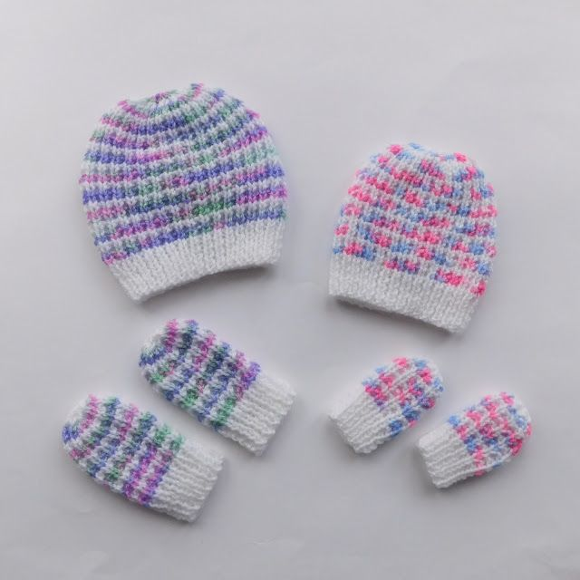 Photo of There are 2 versions of this sweet little hat & mittens ~ choose your favourite …