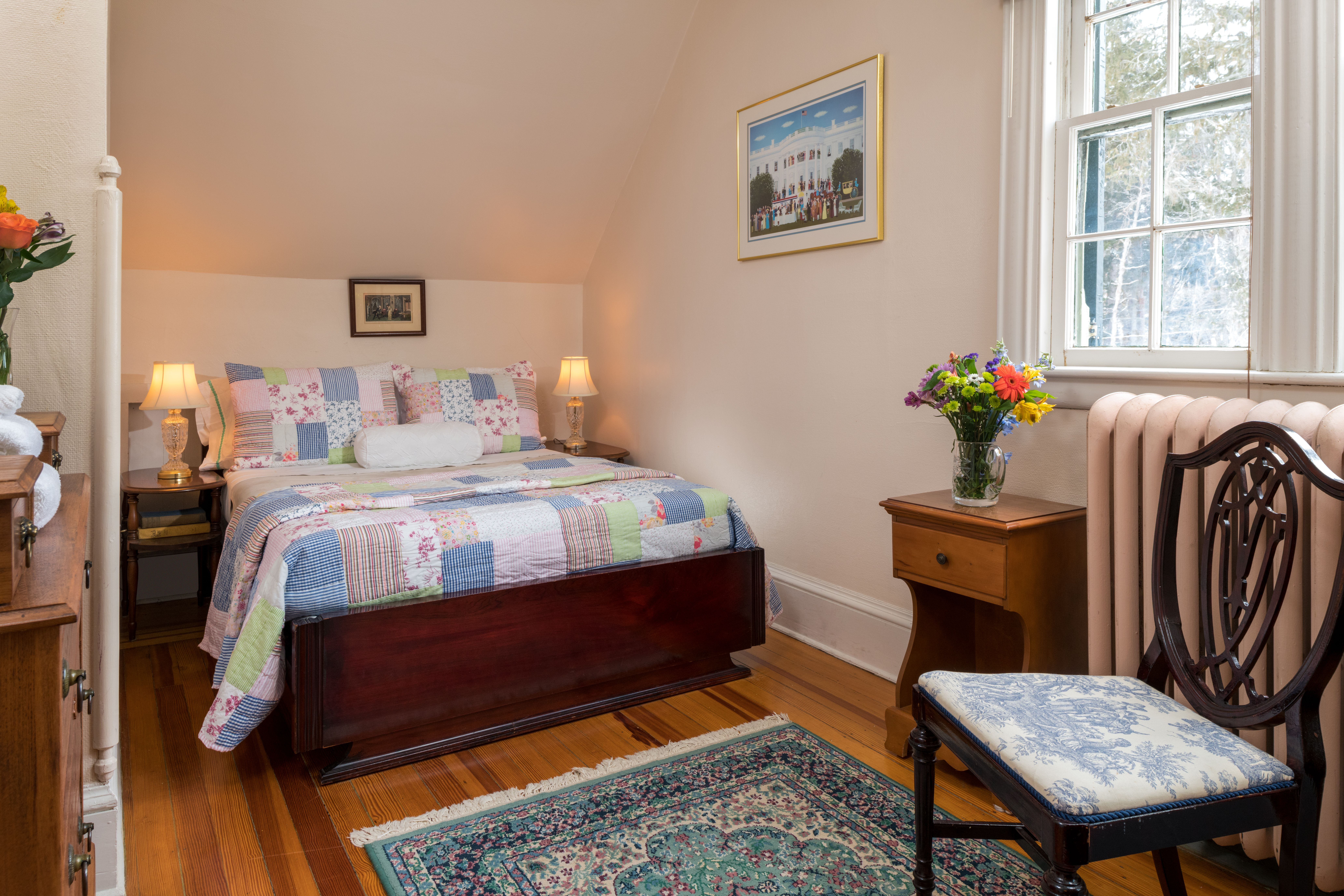 Cozy Double Bed With Garden Views Idlwilde Inn A Romantic