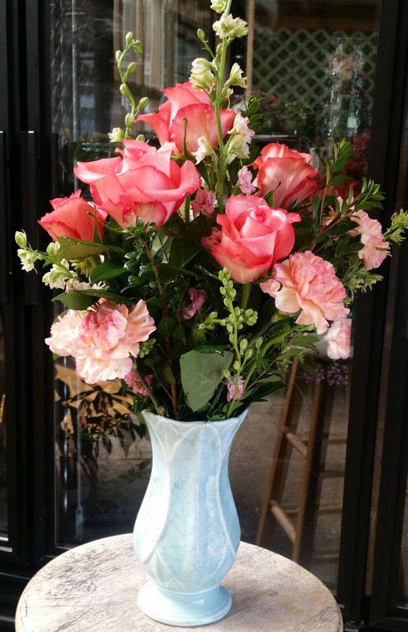 Peach Rose Arrangement Roses In A Vase Peach Flowers Rose Flower Arrangements Rose Arrangements Peach Flowers