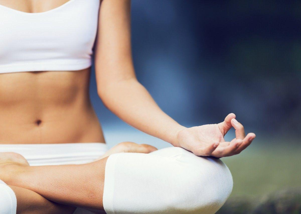 5x5 HITT Yoga: 10 minute full body burner via savagestandard.com.