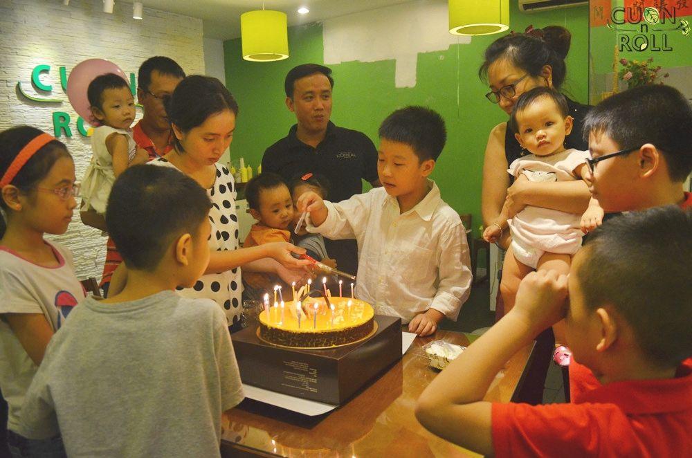 https://www.flickr.com/photos/cuonnroll/albums/72157648769481431   12.10.14 Cuốn N Roll tổ chức sinh nhật bé Hà Phương