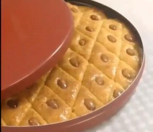 حلا بسبوسة للتنبيه ان القياسات المستخدمة هي نفس علبة القشطة علبة قشطة 4 3العلبة سكر 4 3 العلبة زيت علبة حليب بودرة علبتين سميد نا Food Breakfast Waffles