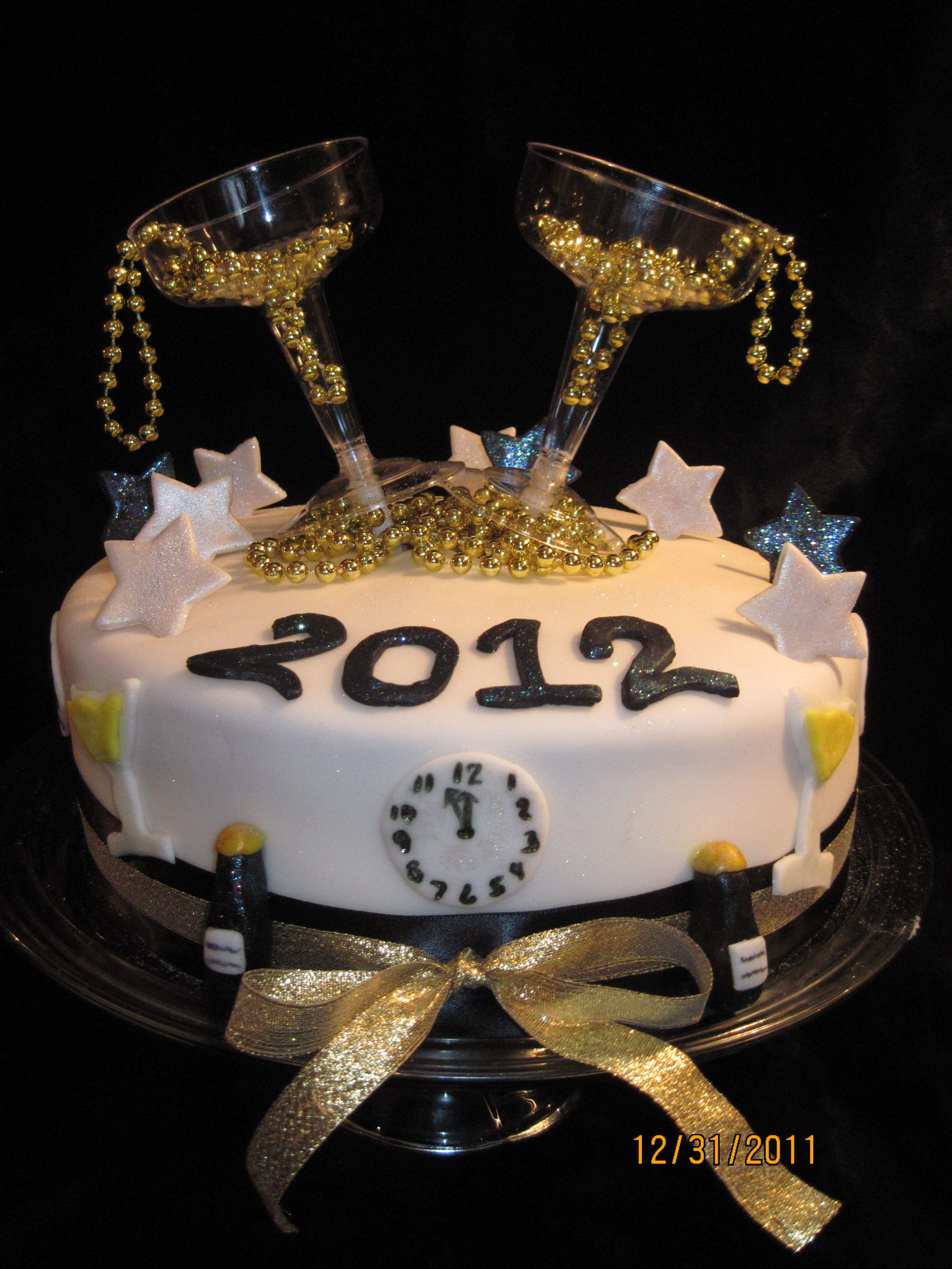 New Years cake! www.creativecakesbykim.webs.com | New year ...