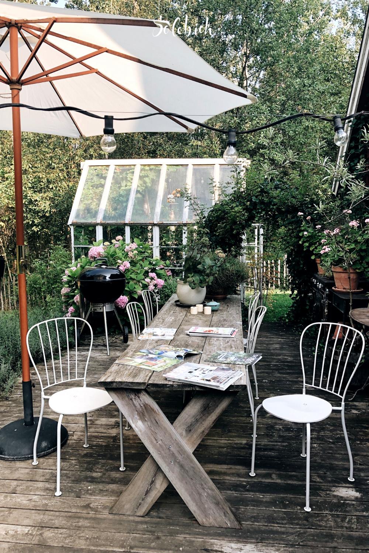 Vom Klapptisch Bis Zur Langen Tafel Die 6 Schonsten Outdoortische Holzterrasse Sonnenschirm Garten Lange Tafel