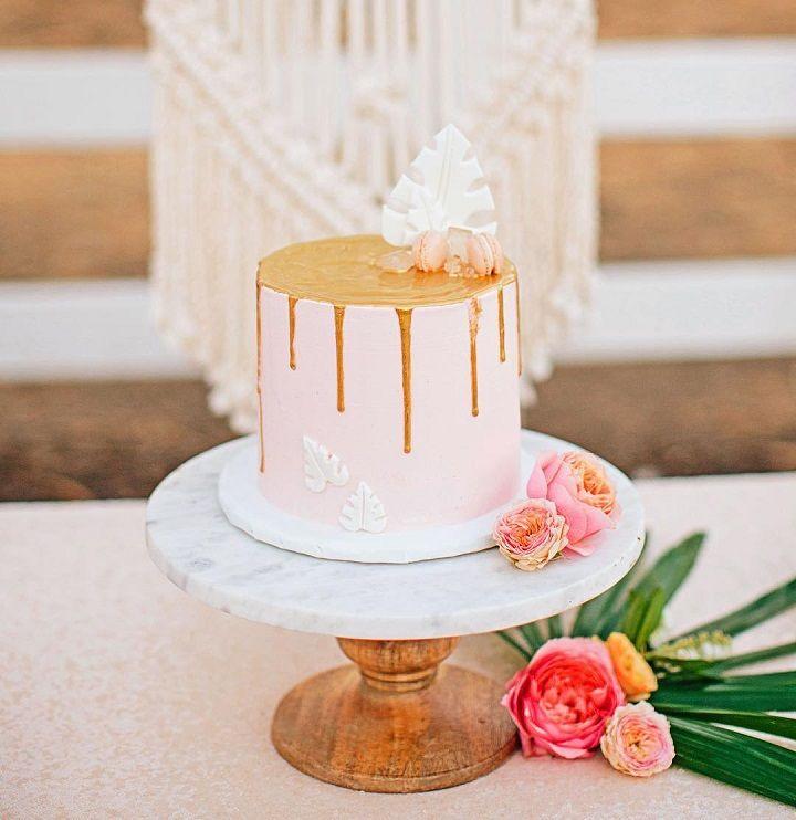 Pretty blush single tier wedding cake #weddingcake