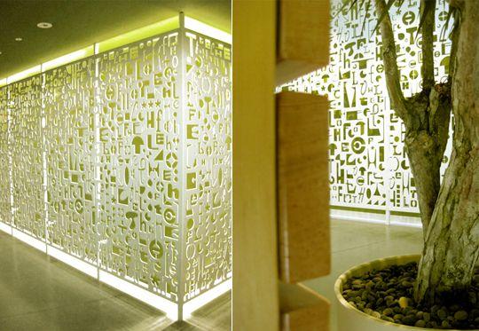Paneles retroiluminados decorar con tipograf a for Diseno grafico interiores
