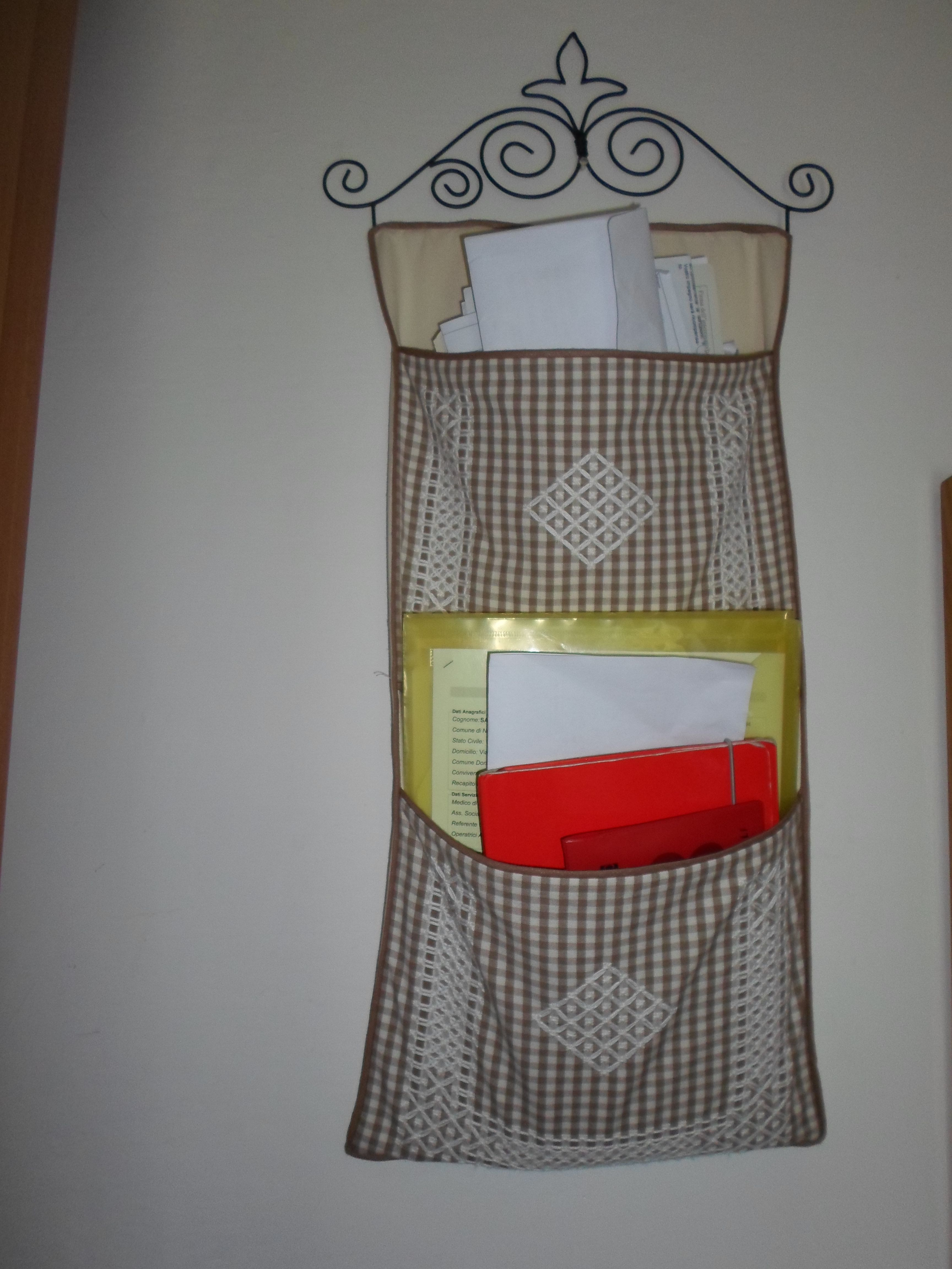 porta documenti- suisse embroidery