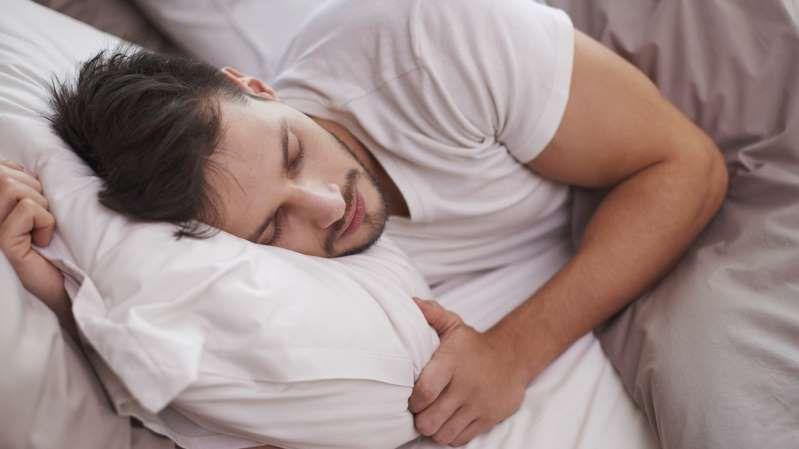 Mann schläft   Schlafmangel, Leben, Schlafen