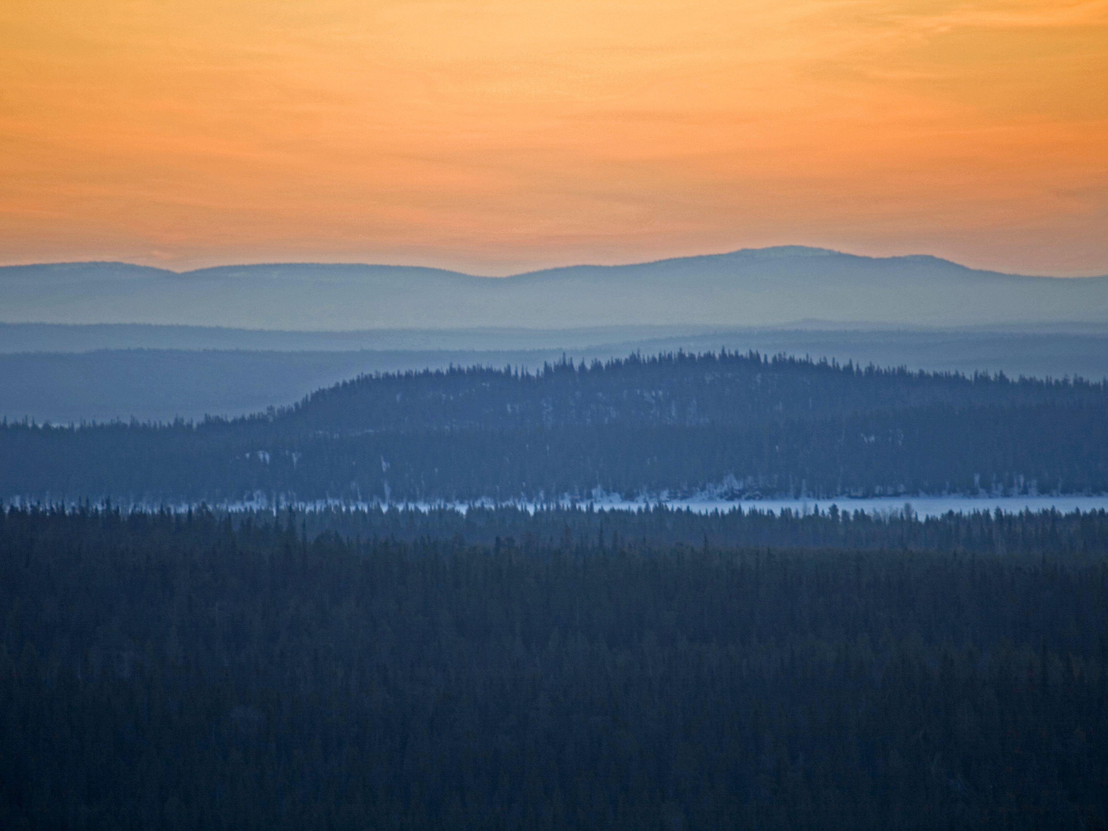 Aamulla kello viiden aikaan sarjasta:               Maisema Rukalta, Kuusamo
