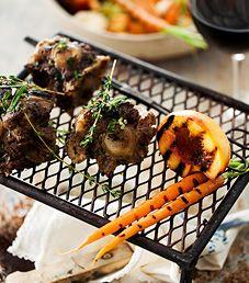 Grillatut häränhännät. Grilled oxtails. Food Kati Pohja, style Janic leino, photo Sami Piskonen. Viini-lehti 4/2014