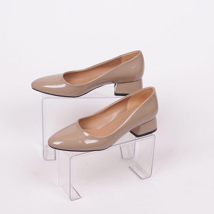 Изчистени дамски обувки тип пантофка в топъл бежов цвят ...