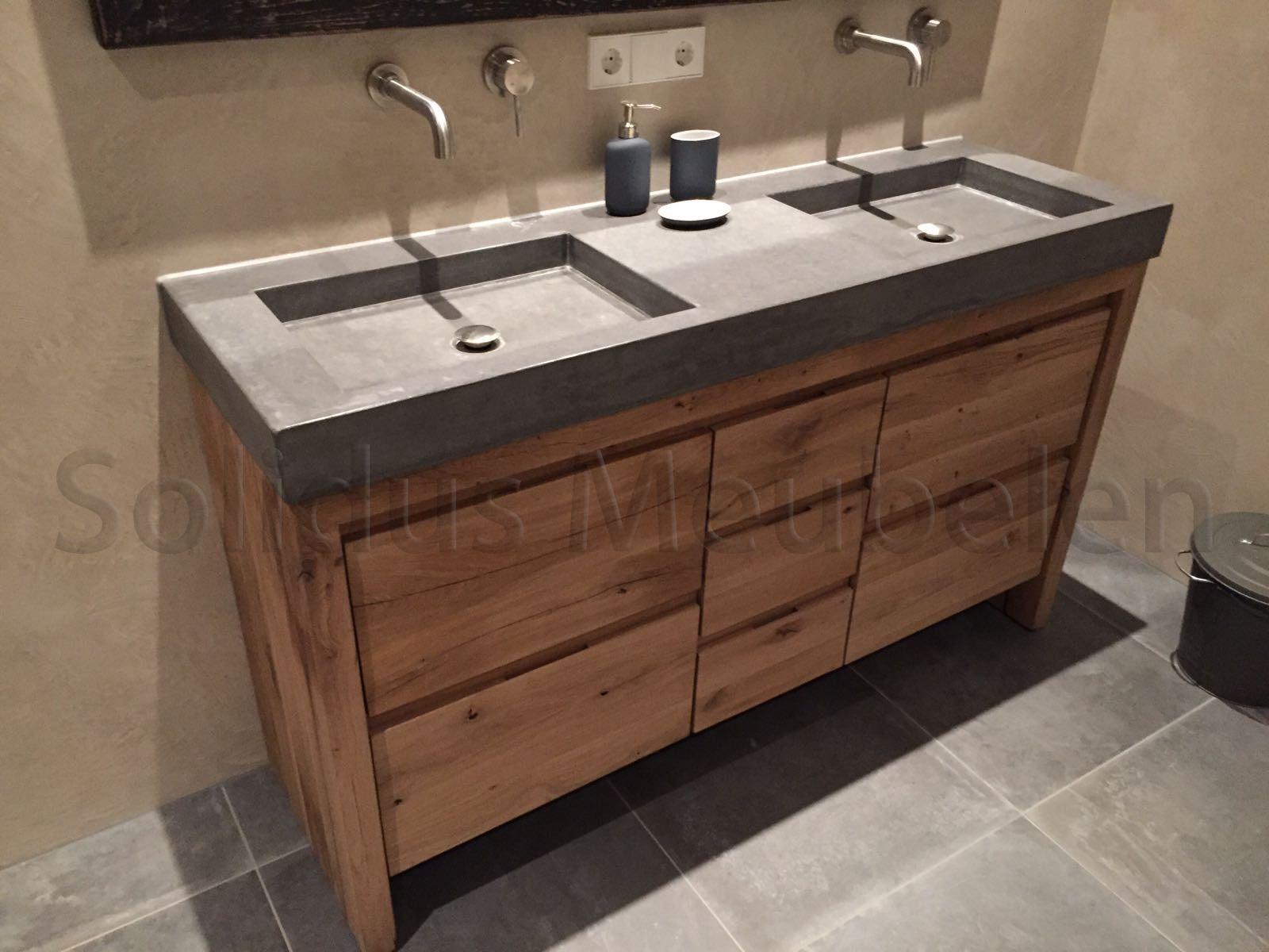Maatwerk badkamermeubel van oud eiken en beton badkamermeubel