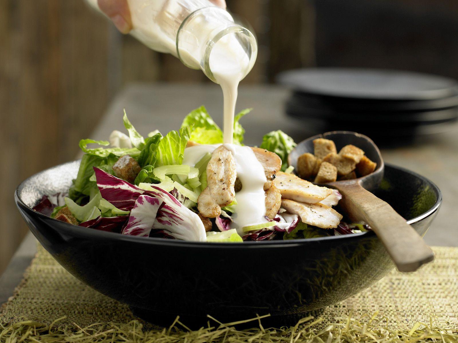 Blattsalat mit Hähnchenstreifen - und Tofu - smarter - Kalorien: 304 Kcal - Zeit: 30 Min. | eatsmarter.de