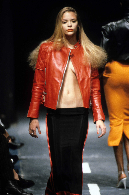 055d9dc77ca11 Jaime King, Alexander McQueen Spring 1995 Ready-to-Wear Collection Photos -  Vogue