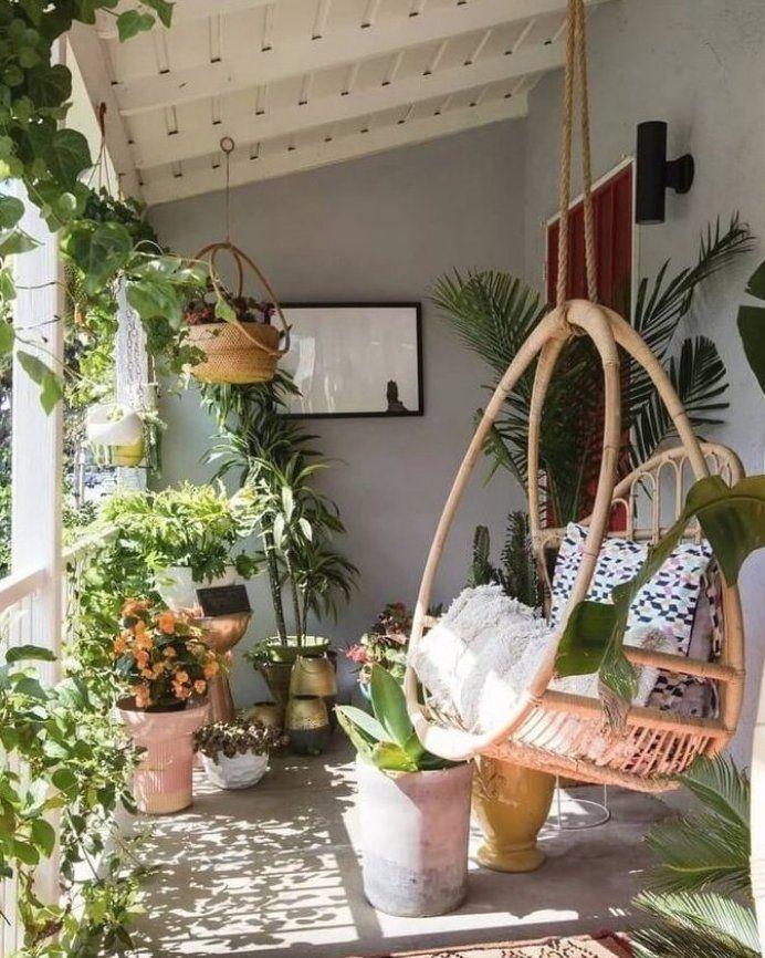 Hanging plants make this terrace incredible boho Pruned