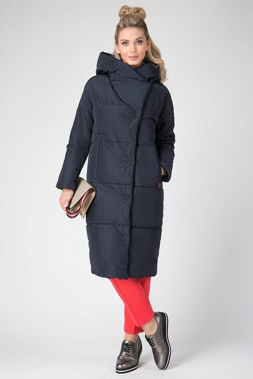 ffd70dea931 Стеганое пальто на синтепоне из плащевой ткани. Длина ниже колена. На спине  термопечать в