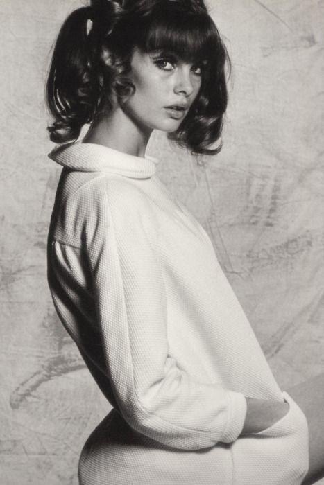 Jean Shrimpton in Vogue, 1965. .