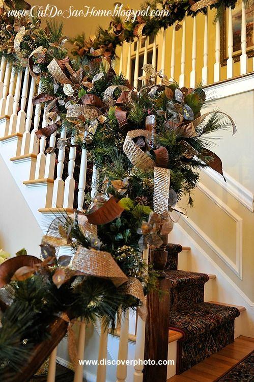 amazing kitchen christmas garland | An amazing Christmas garland railing DIY tutorial. I love ...