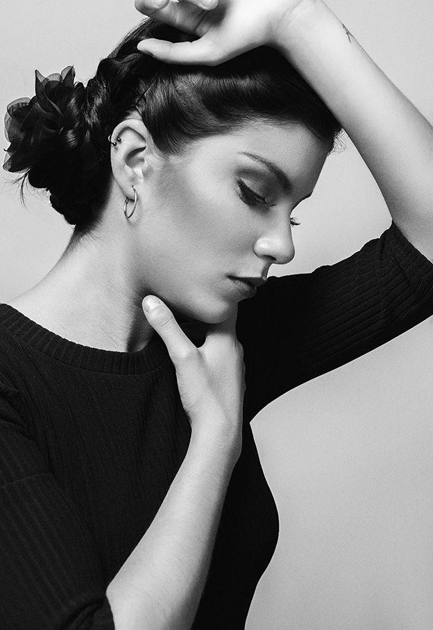 Sensual propuesta de Sandra Ducroc para la modelo Daniela Espinosa! ¿Qué os parece este trabajo? La sesión de exteriores la condujo Rubén Zev