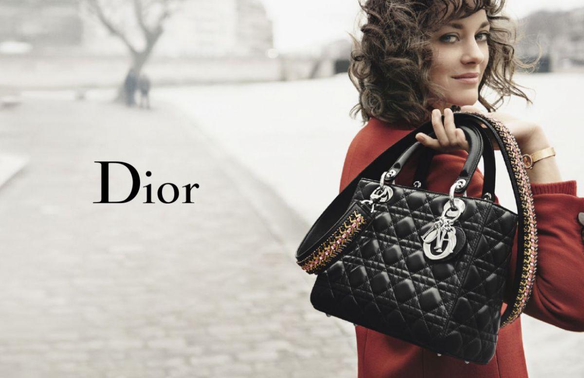 Marion Cotillard, toujours fidèle au sac Lady Dior de la maison Dior