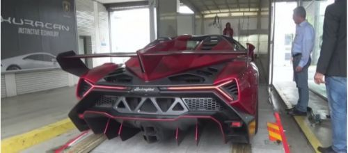Cramming A $4.5MM Lamborghini Veneno Into A Transport Truck: Video