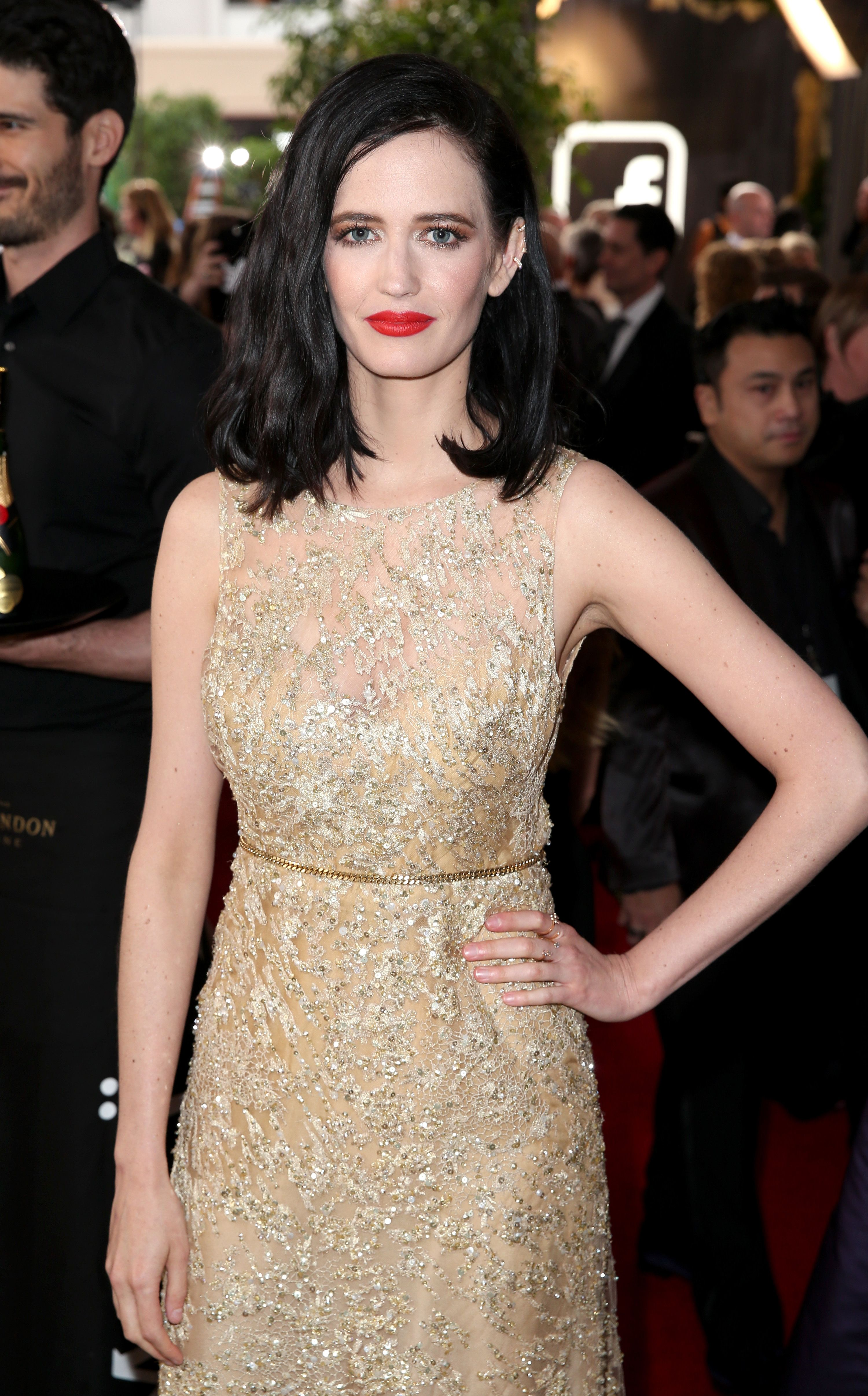 The Hypnotising Eva Green Wearing Magic Foundation In 2 Amp 3 Fair Mini Miracle Eye Wand In Shade 1 And Shade 2 Airbrush Flawless Fi Hair