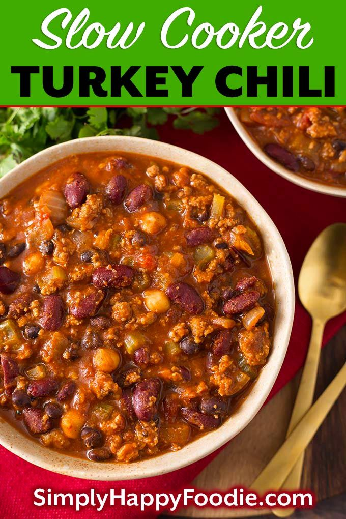 This delicious Slow Cooker Turkey Chili Recipe has ground turkey, beans, veggies, & spices all loaded into the slow cooker to make the best crock pot turkey chili recipe. Crock pot turkey chili is a delicious one-pot meal, and feeds a crowd! Slow cooker chili recipe by simplyhappyfoodie.com #slowcookerturkeychili #crockpotturkeychili #chilirecipe
